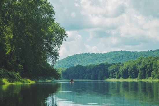 How Long Does It Take to Canoe 10 Miles?