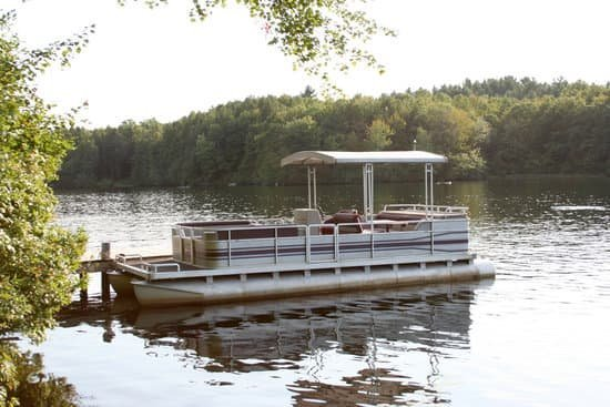 7 Best Pontoon Boats with Bathrooms